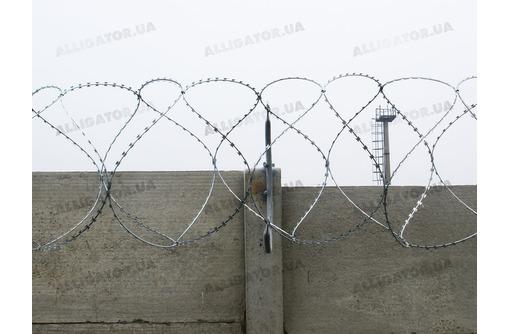 монтаж колючей проволоки егоза., фото — «Реклама Севастополя»