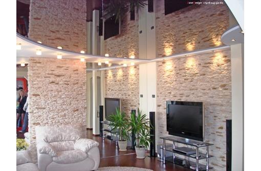 Натяжные потолки в гостинной LuxeDesign - Натяжные потолки в Саках