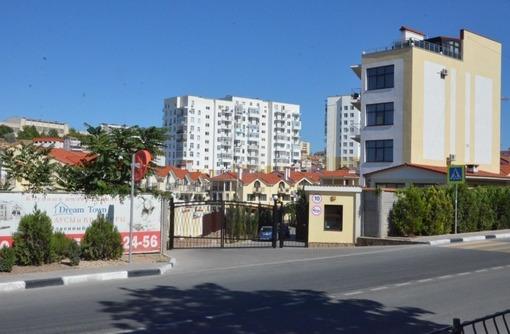 Продается новый 3-х этажный дом у моря в поселке Дримтаун, г. Севастополь - Дома в Севастополе
