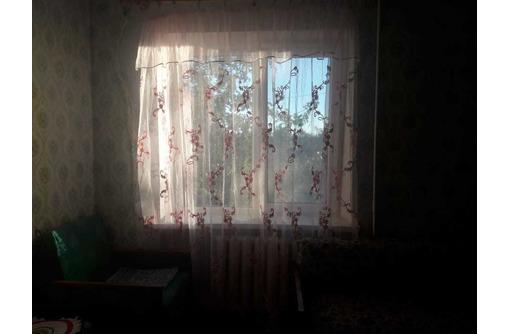 Продам  .кв.в пгт.Черноморское. находится на ул.Евпаторийская 1/2эт. - Квартиры в Черноморском