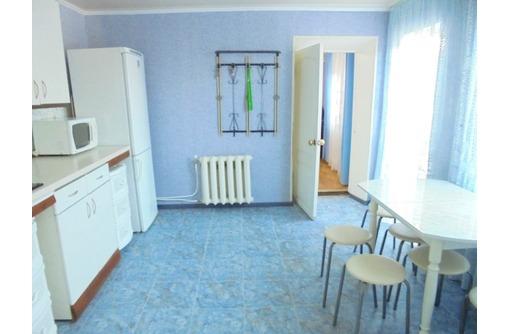 Отдельный трехкомнатный дом со своим закрытым двором и гаражом, без хозяев, в Феодосии. - Аренда домов, коттеджей в Феодосии