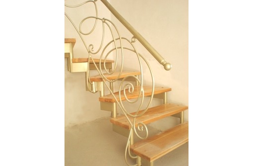 Изготовление лестниц в Севастополе, фото — «Реклама Севастополя»
