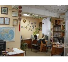 Мебель офисная (столы, стулья, кресла, тумбочка, стеллаж-шкаф) б/у Продаю дешево, цена договорнаяя - Мебель для офиса в Ялте