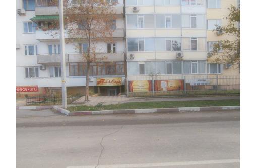 Магазин 150 кв.м., Фасад, оживленное проходное место - Продам в Феодосии