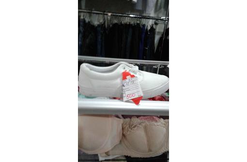 Распродается обувь и одежда в связи с закрытием магазина. Цены ниже закупочных. Жмите - Мужская обувь в Евпатории