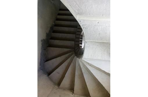 винтовая лестница  на второй, третий этаж, фото — «Реклама Севастополя»