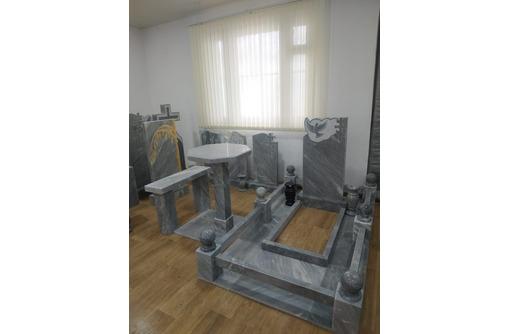 Памятники из натурального камня, любой сложности: изготовление, установка. Компания Урал Камень - Ритуальные услуги в Севастополе