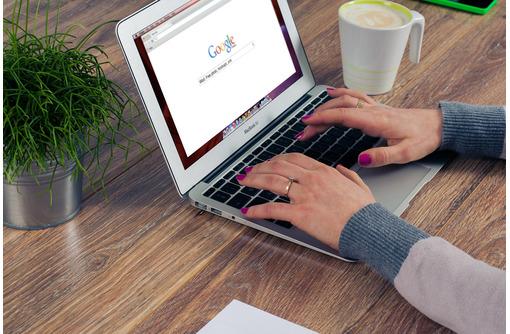 Консультант интернет-магазина, фото — «Реклама Алупки»