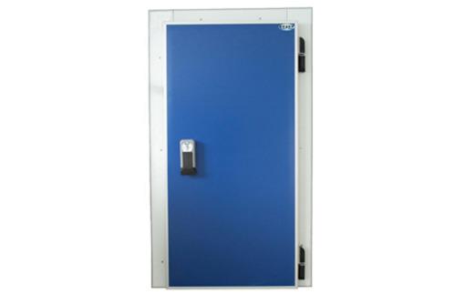 Распашные одностворчатые холодильные двери для камер СЕВЕР. Поставка, установка в Севастополе, Крыму, фото — «Реклама Севастополя»