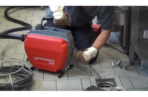 Прочистка канализации, канализационных труб. Удаление засора электромеханическим методом, фото — «Реклама Севастополя»