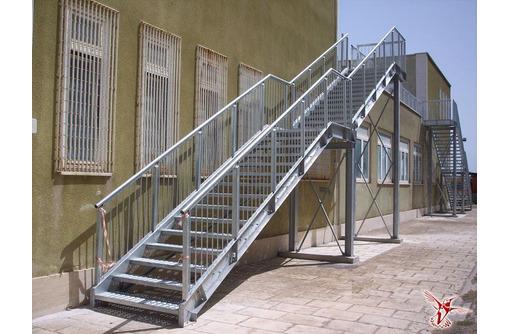 Металлические лестницы, колонны, фермы, ангары, каркасы, ёмкости, резервуары, баки., фото — «Реклама Севастополя»