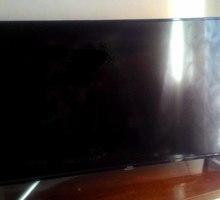 """Продам телевизор BRAVIS 49 """" ЖК . - Телевизоры в Симферополе"""