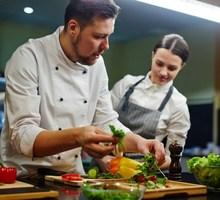 В ресторан  требуется повар-универсал - Бары / рестораны / общепит в Феодосии