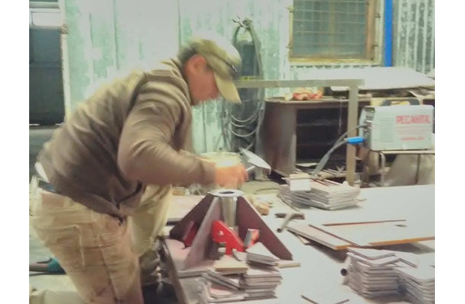 Нестандартные металлоконструкции: закладные, армокаркасы Гиб 10мм , рубка 25 мм, сварка ,сверловка. - Строительные работы в Севастополе