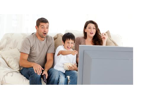 Установка антенн для приема телеканалов со спутников, фото — «Реклама Севастополя»