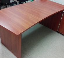 Продам стол руководителя в хорошем состоянии - Столы / стулья в Крыму