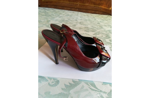 Продаю лакированные, бордовые босоножки на высоком каблуке, размер 37, б/у, фото — «Реклама Севастополя»