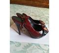 Продаю лакированные, бордовые босоножки на высоком каблуке, размер 37, б/у - Женская обувь в Севастополе