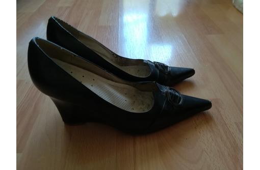 Продаю туфли демисезонные, черные, танкетка, размер 38, б/у, фото — «Реклама Севастополя»
