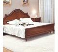 Продам  кровать 1600х2000, массив ,2 тумбочки, с инкрустацией, новые, Румыния, - Мебель для спальни в Севастополе