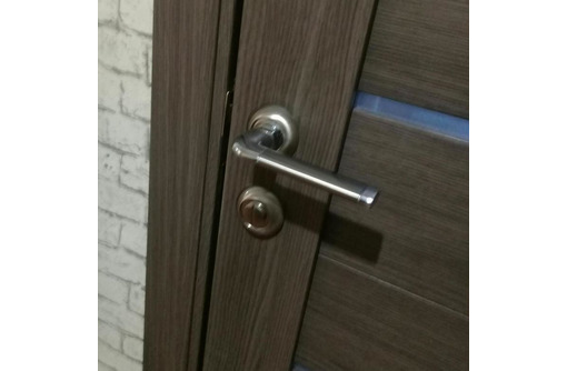 Монтаж всех типов входных и межкомнатных дверей, фото — «Реклама Евпатории»