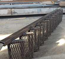 Внутренние и наружные металлические лестницы Рубка и гиб ступенек и площадок . - Лестницы в Севастополе