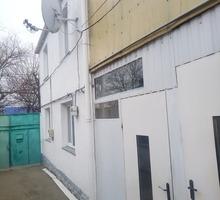 Два дома на одном участке. Хорошее расположение рядом ул. Козлова. - Дома в Симферополе