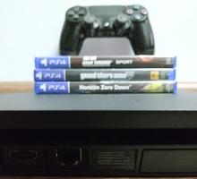 Продам PS4 slim 500gb + 3 игры на дисках - Приставки в Севастополе