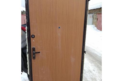 Дверь входная металлическая б/у в хорошем состоянии, фото — «Реклама Севастополя»