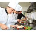 В столовую требуется контролёр-кассир, продавец и помощник повара! - Бары / рестораны / общепит в Симферополе
