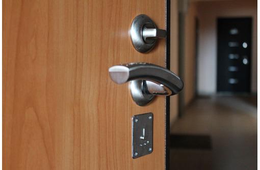 Производим качественную установку межкомнатных дверей, фото — «Реклама Евпатории»