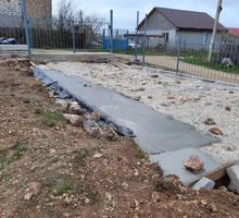Требуются подсобники для выполнения строительных работ на даче. - Рабочие специальности, производство в Севастополе