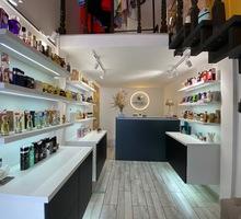 Продавец-консультант в магазин нишевой парфюмерии (Феодосия, Земская) - Без опыта работы в Феодосии