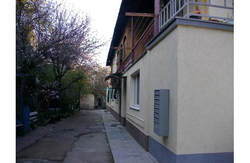 Продается 2- комнатная в центре на ул .Луначарского - Квартиры в Севастополе