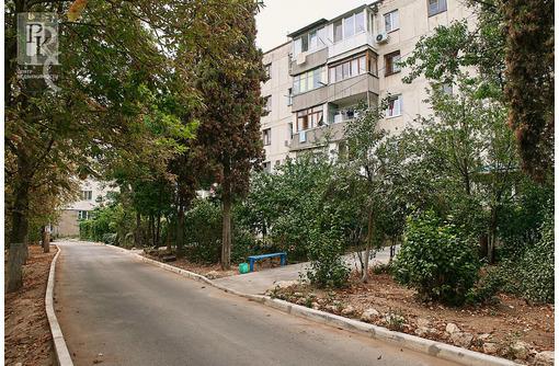 Продаётся двухкомнатная квартира на ул.Репина 22! - Квартиры в Севастополе