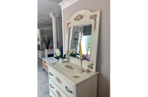 Комод с выдвижными ящиками и зеркалом, с декупаж, цвет-беж - Мебель для спальни в Севастополе