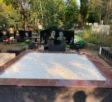 Засыпка могилы мраморной крошкой на кладбище - Ритуальные услуги в Севастополе