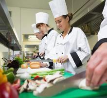 В гостевой дом в пос. Штормовое требуются: горничная, семейная пара, помощник повара - Гостиничный, туристический бизнес в Крыму