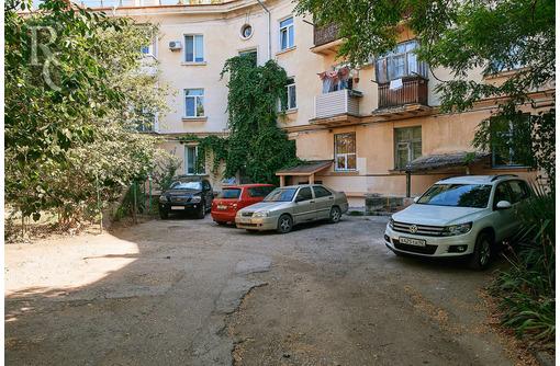 В продаже двухкомнатная сталинка на ул. Коммунистическая 1/2 - Квартиры в Севастополе