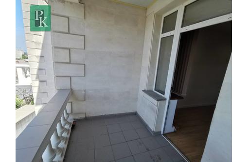 Уютный офис со своим балконом в центре - Сдам в Севастополе