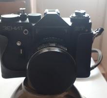 « Зенит-ЕТ» черного оформления с объективом «Гелиос-44М-5» - Плёночные фотоаппараты в Крыму
