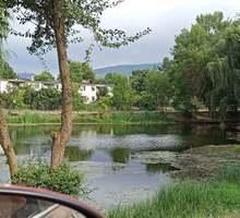 Живописный участок у озера 10 соток, ИЖС, в Байдарской долине, село Орлиное. - Участки в Севастополе