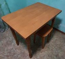 Стол раскладной и 3 табуретки - Мебель для кухни в Бахчисарае