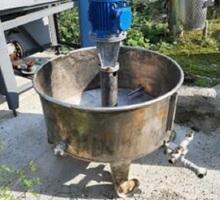 Емкость нержавеющая, объем — 0,15 куб.м., встроенный циркуляционный насос - Продажа в Крыму