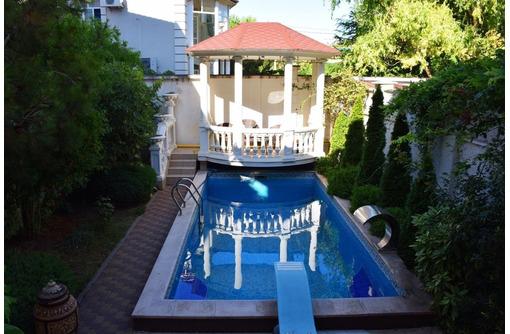 Дом в центре города с террасой и бассейном. - Коттеджи в Севастополе