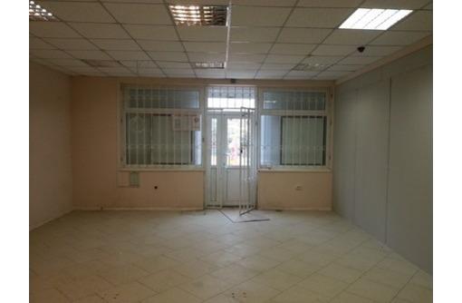 Торговое помещение в жилом массиве ул. Астана Кесаева, площадью 40 кв.м. - Сдам в Севастополе