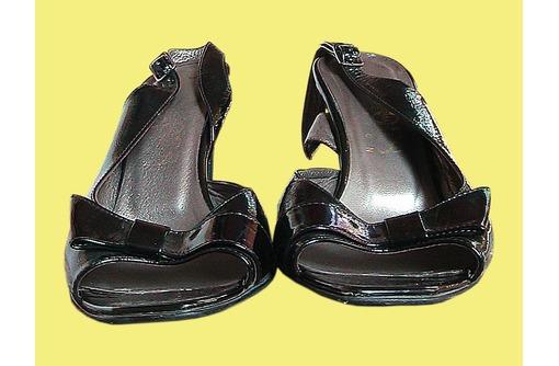 Босоножки 37 размера женские бу: черные и белые: английские и итальянские - Женская обувь в Краснодаре