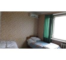 Посуточно без посредников койко-места в комнатах в трёхкомнатной квартире - Аренда комнат в Новороссийске