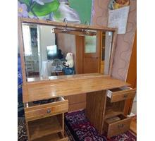 Туалетный столик и тумбочка - Мебель для спальни в Белореченске