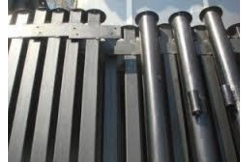 Прочные металлические столбы, фото — «Реклама Горячего Ключа»